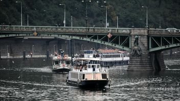 Boats sailing under the bridge - Free image #301451