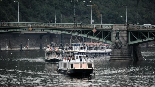 Boats sailing under the bridge - бесплатный image #301451