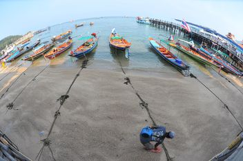 fishing boats moored on the coast - image #301581 gratis