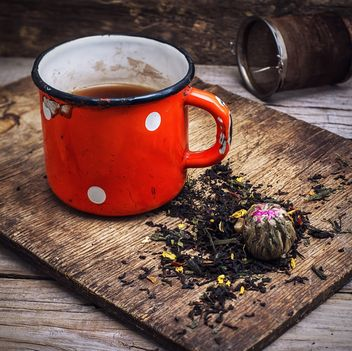 Tea on wooden background - image gratuit #302101