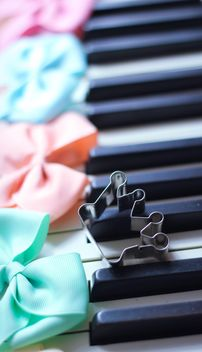 Decorated piano - image gratuit #302561