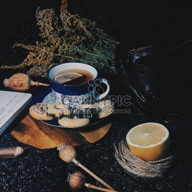 Chá preto com limão e cookies - Free image #302801