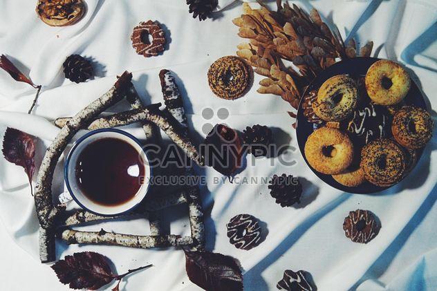 Schwarzer Tee und cookies - Kostenloses image #302851