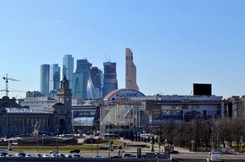 Cityscape of Moscow under blue sky - бесплатный image #304761