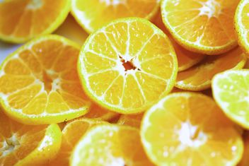 Sliced fresh oranges - image gratuit #305361