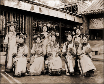 China, Manchu Ladies Of The Palace Being Warned To Stop Smoking [c1910-1925] Frank & Frances Carpenter [RESTORED] - бесплатный image #314271