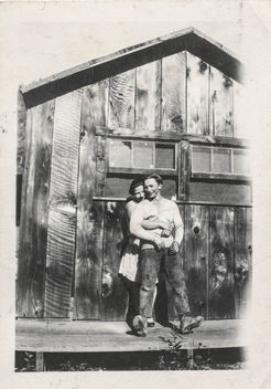Loving couple leaning on barn wall - image #318351 gratis