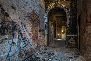 Burnt & Abandoned Hotel - image gratuit #319341