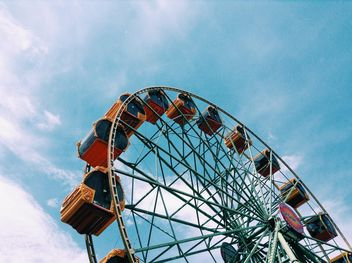 Ferris wheel against blue sky - бесплатный image #328181