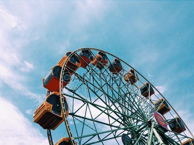 Колесо обозрения против голубого неба - бесплатный image #328181
