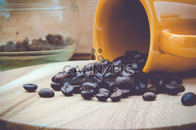 Tasse mit Kaffeebohnen - Kostenloses image #330441