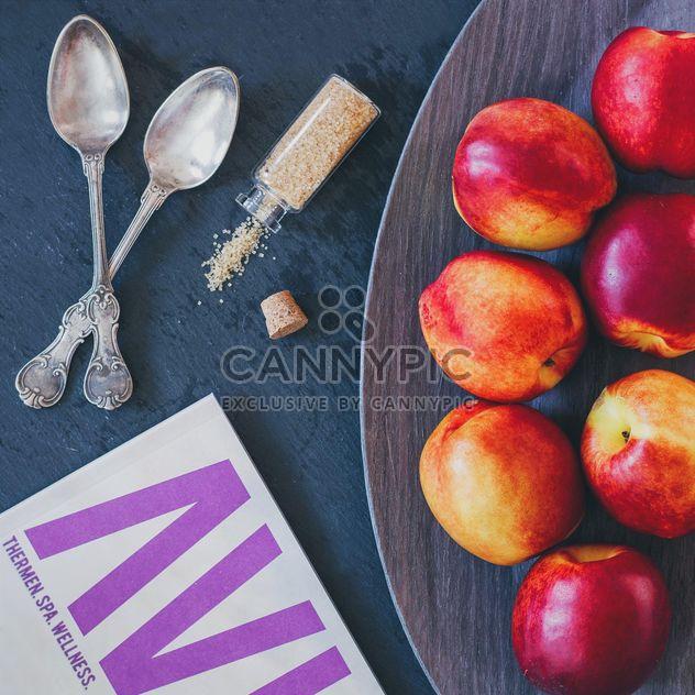 Food styling: peach, sugar, magazine - Free image #330701