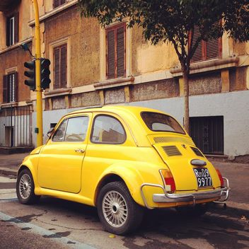 Yellow Fiat 500 car - image gratuit #331211