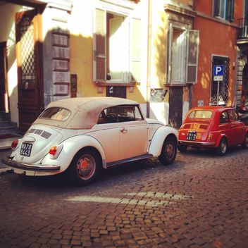 Old cars parked in street - image gratuit(e) #331411