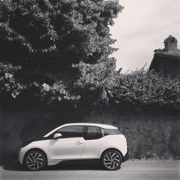 White BMW i3 car parked on street - image gratuit #331461