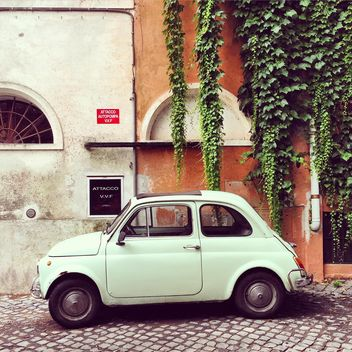 White Fiat 500 near old building - image gratuit(e) #331921