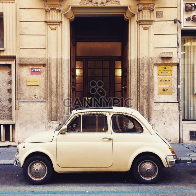Fiat 500 in street of Rome - Kostenloses image #331941