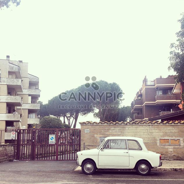 Viejo coche pequeño - image #331981 gratis
