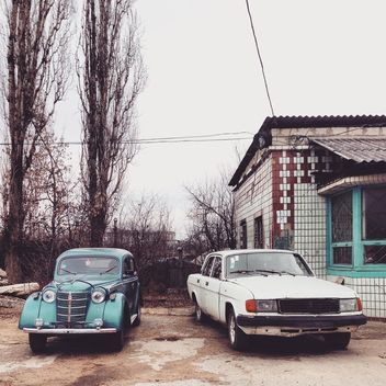 Two old Russian cars - image gratuit #332141