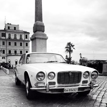 Old Jaguar in street - image gratuit #332301