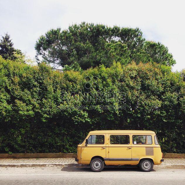 Fiat amarelo velho na rua - Free image #332341