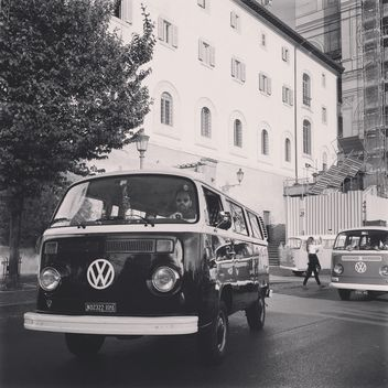 Old Volkswagen Van - image gratuit #332351