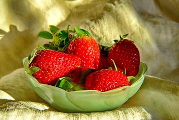 still life of strawberries - image gratuit #334271