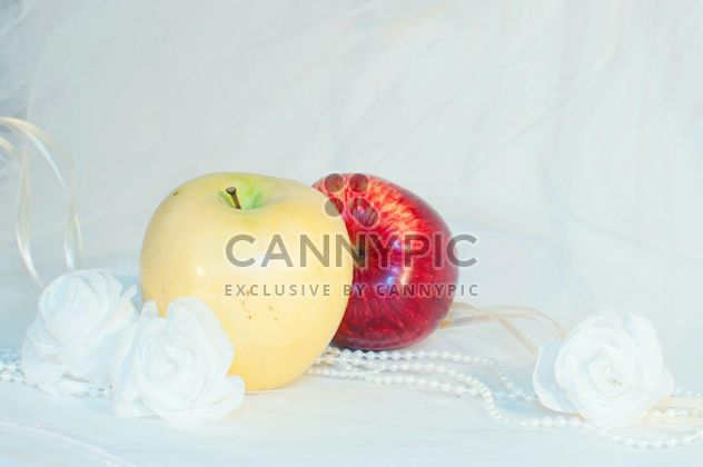 Apples, white roses and beads - Free image #337831