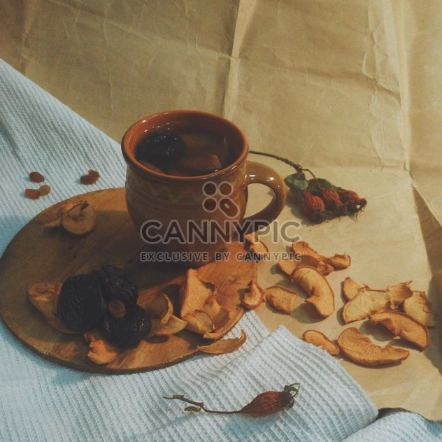 Kompott, getrocknete Äpfel, Pflaumen und Hagebutten - Kostenloses image #337881