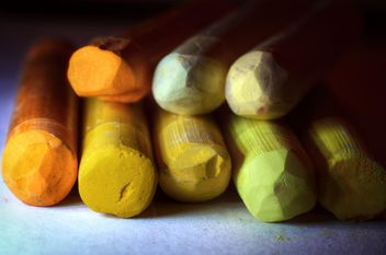 Closeup of pastel crayons - бесплатный image #338331