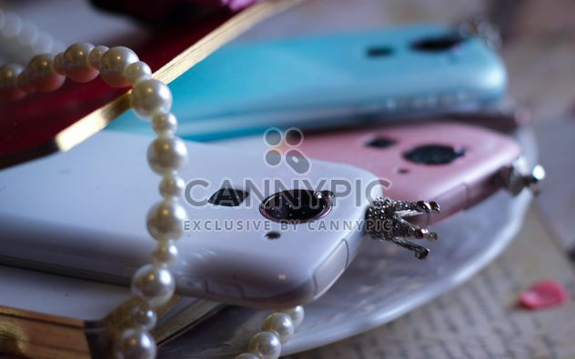 Smartphones colorido, decorado com pérolas - Free image #341471