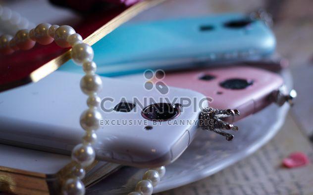Smartphones colorés ornés de perles - Free image #341471
