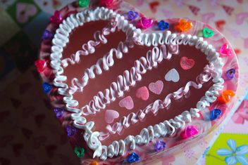 White cream on jelly cake in a form of a heart - бесплатный image #342061
