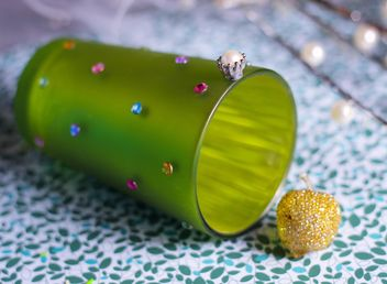 Vanilla still life with pearls and glitter - image gratuit #342111
