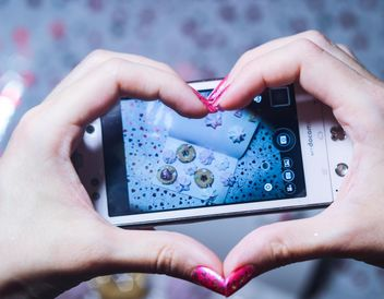 Smartphone decorated with tinsel in woman hands - бесплатный image #342171