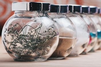 Small jars with natural decorations - бесплатный image #342921