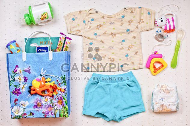 Babys Kleidung und Dinge auf weißem Hintergrund - Kostenloses image #343591
