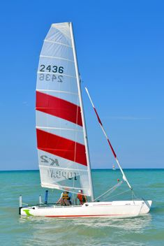 Sport sailboat with white-red sail - бесплатный image #344031
