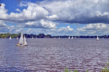 sailboats on alster lake in hamburg - image gratuit #344201