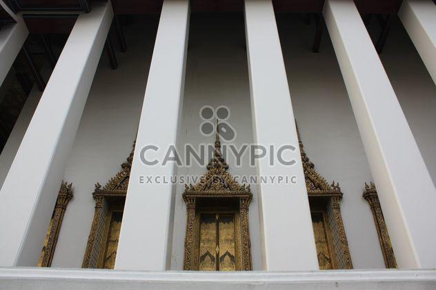 Columnas del templo en Bangkok, Tailandia - image #346551 gratis