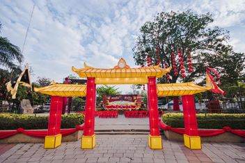 Red Chinese archway - image #346591 gratis