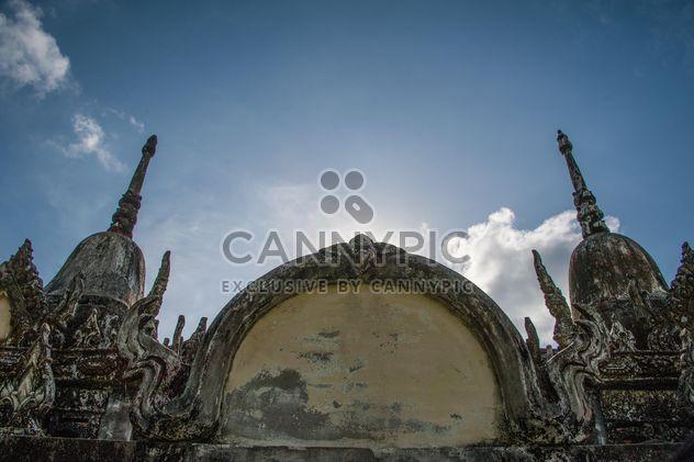 Antiguo templo contra el cielo azul - image #347301 gratis