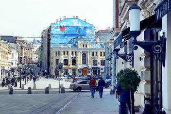 Architecture and people on street of Moscow, Russia - бесплатный image #347721