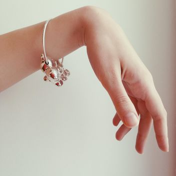 Female hand with silver bracelet - бесплатный image #347751