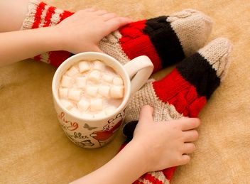 Child and hot cocoa with marshmallows - image #347991 gratis