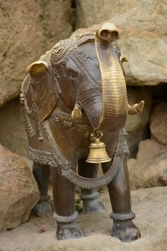 Statue of elephant on stone closeup - бесплатный image #348501