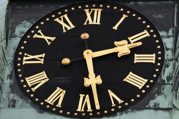 Clsoeup of big clock on building - image #348611 gratis