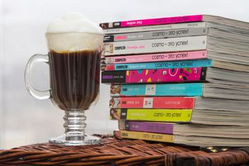 Cup of coffee and pile of magazines - image #350311 gratis
