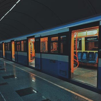 Train at subway station - бесплатный image #363691