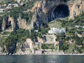 Italy (Amalfi) Amalfi coast dotted with marvellous caves!! - Free image #398031